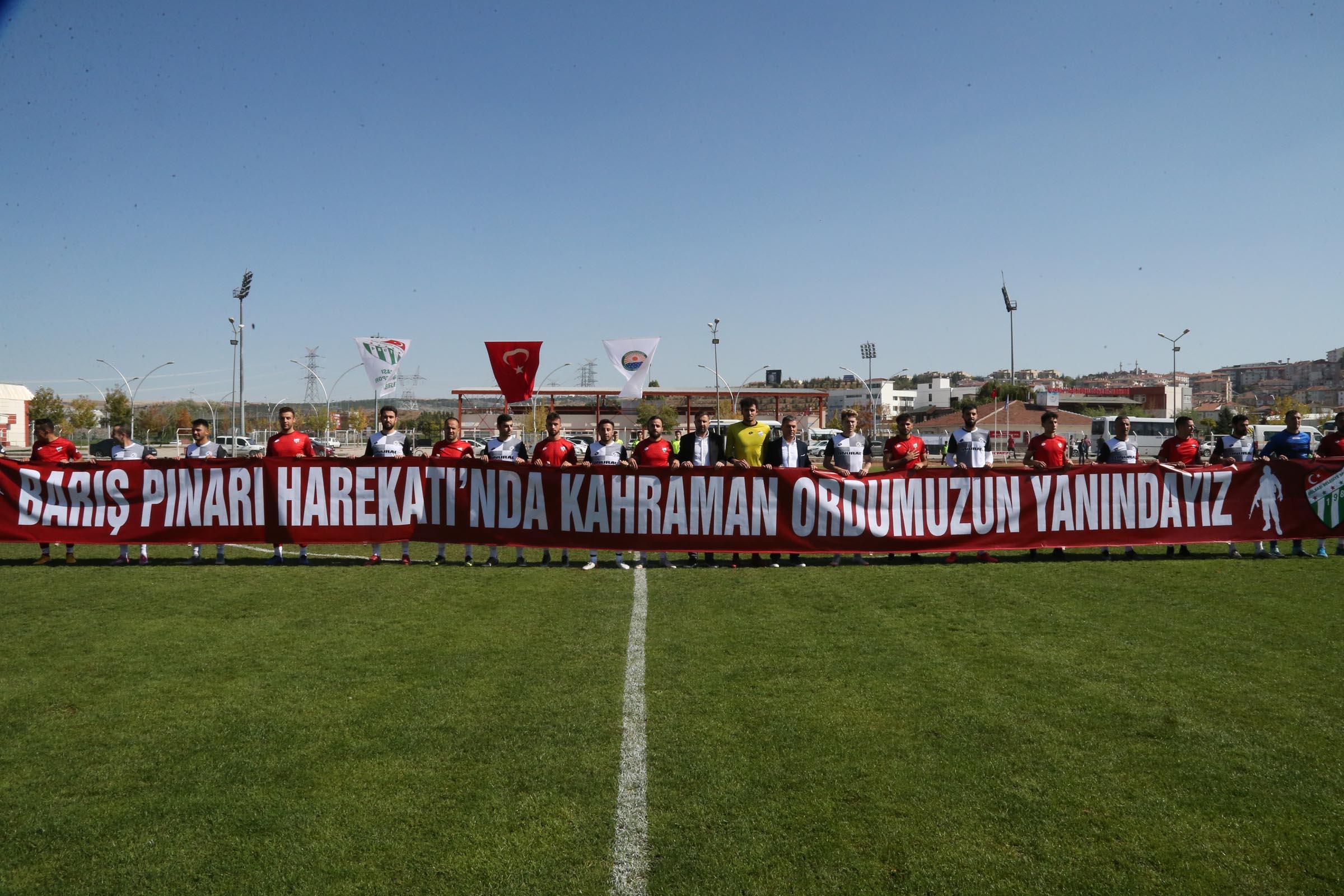 GÖLBAŞI BELEDİYESPOR'DAN MEHMETÇİĞE PANKARTLI DESTEK