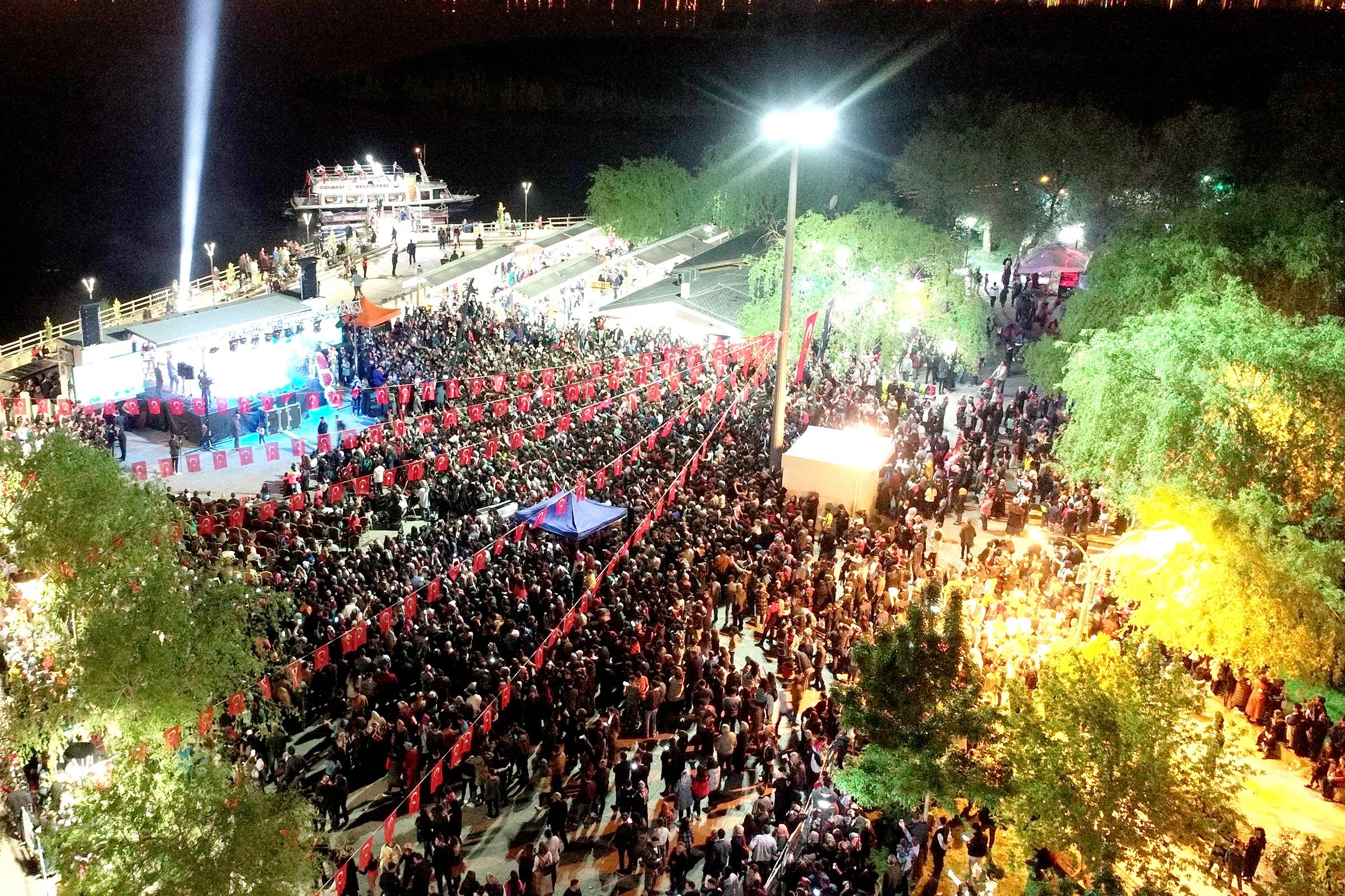 GÖLBAŞI'NDA 19 MAYIS ÖYKÜ GÜRMAN KONSERİYLE KUTLANDI